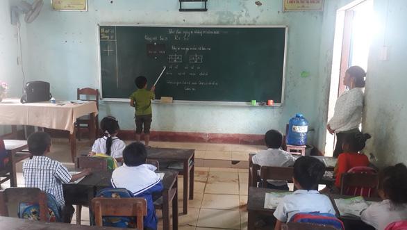 Sau gần một tháng bị đất đá vùi lấp, trường Hướng Việt đón trò trở lại - Ảnh 1.