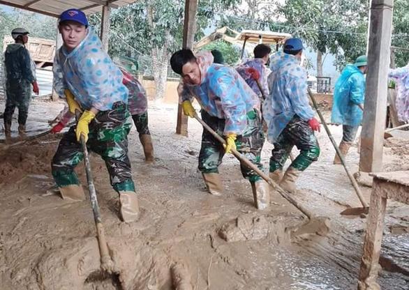 Sau gần một tháng bị đất đá vùi lấp, trường Hướng Việt đón trò trở lại - Ảnh 2.