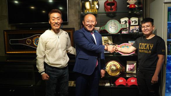 Điểm tin thể thao tối 17-11: HLV Park Hang Seo thực hiện lời hứa với nữ võ sĩ Thu Nhi - Ảnh 1.