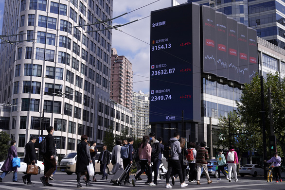 Trung Quốc tiến gần nhóm nước giàu nhất thế giới - Ảnh 1.