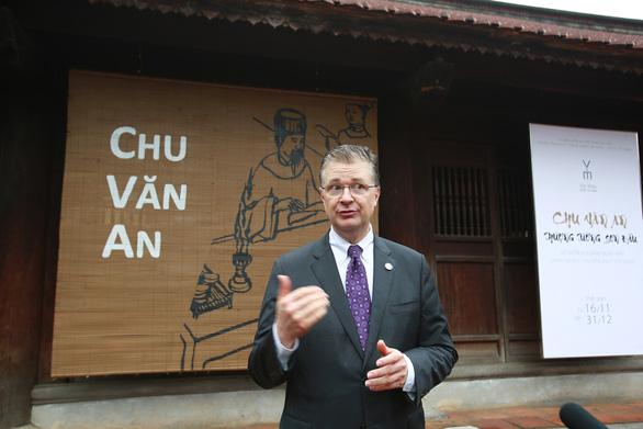 Đại sứ Mỹ Kritenbrink thăm Văn Miếu, tưởng niệm danh nhân Chu Văn An - Ảnh 3.