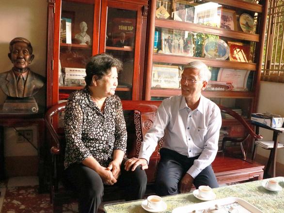 Lãnh đạo TP.HCM thăm gia đình cố giáo sư Trần Văn Giàu nhân 20-11 - Ảnh 1.