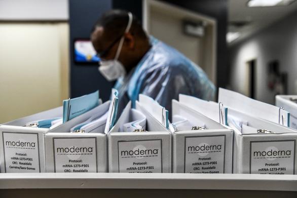 Vắcxin COVID -19 Moderna xuất hiện cùng những bất ngờ gì?  - Ảnh 1.