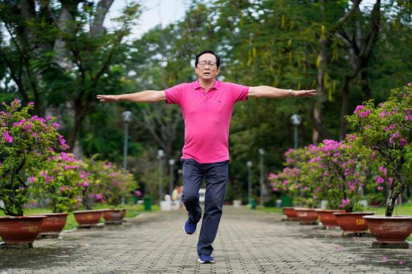 '1 thử thách, 2 dấu hiệu' đơn giản kiểm tra nguy cơ đột quỵ tuổi 50 - Ảnh 1.
