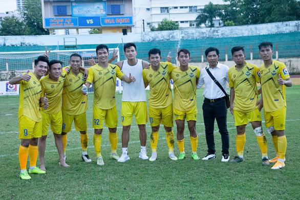 HLV của CLB Sài Gòn bị tố đi đêm với cầu thủ Gia Định - Ảnh 2.