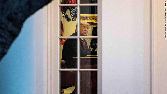 Tổng thống Trump 'thu mình' trong Nhà Trắng - Ảnh 1.