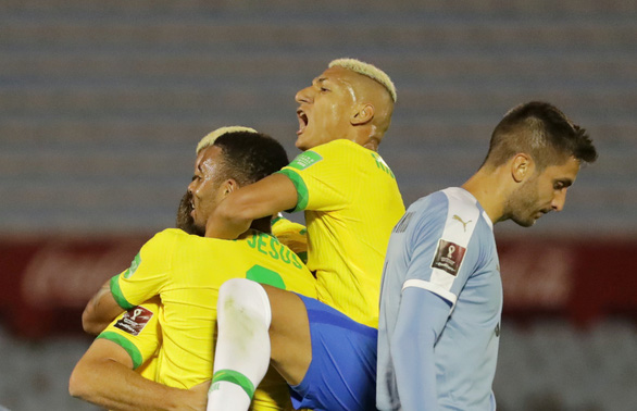 Suarez vắng mặt, Cavani thẻ đỏ, Uruguay thua Brazil 0-2 - Ảnh 2.