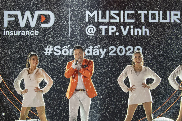 Tóc Tiên, Jack, Isaac, Dế Choắt hội ngộ trong đêm nhạc 'Sống đầy' tại Đà Nẵng - Ảnh 3.