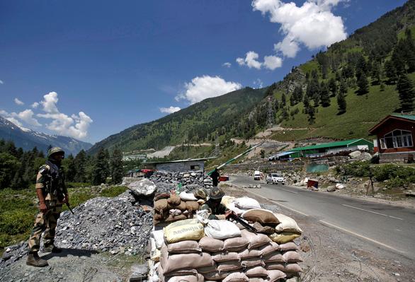 Ấn Độ bác tin Trung Quốc dùng vũ khí vi sóng ở biên giới - Ảnh 1.