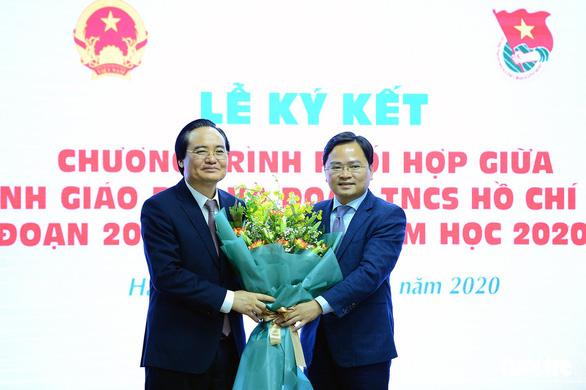 Bộ trưởng Phùng Xuân Nhạ: Tăng cường kỹ năng sống, tránh 'gà công nghiệp, học sách vở - Ảnh 1.
