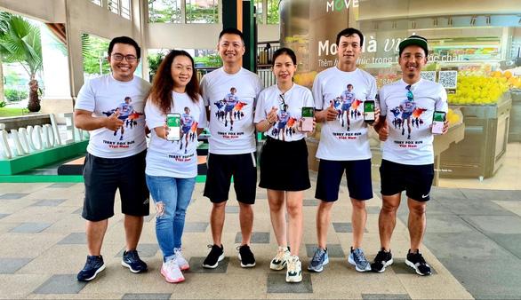 Manulife Việt Nam đánh dấu 20 năm đồng hành cùng Terry Fox Run - Ảnh 1.