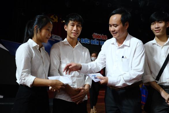 132 tân sinh viên nghèo Quảng Trị bớt lo khi lên giảng đường - Ảnh 5.