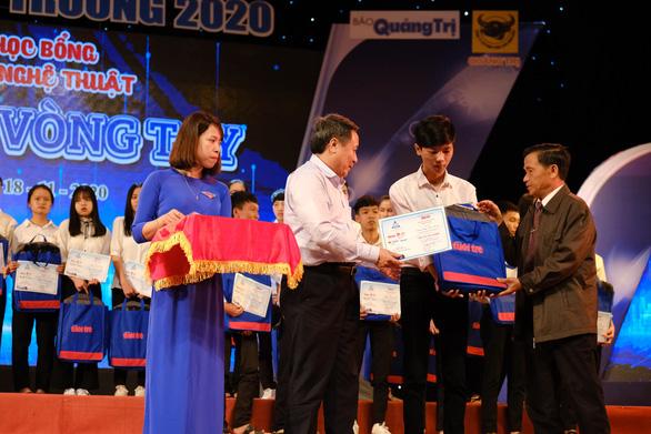 132 tân sinh viên nghèo Quảng Trị bớt lo khi lên giảng đường - Ảnh 2.