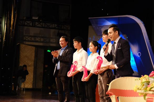 132 tân sinh viên nghèo Quảng Trị bớt lo khi lên giảng đường - Ảnh 4.