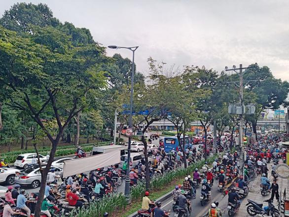 Nhiều dự án giải cứu kẹt xe sân bay Tân Sơn Nhất bị... tắc - Ảnh 1.