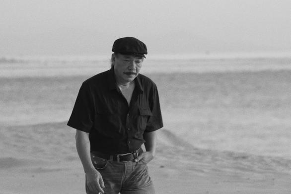Màu cỏ úa: Du ca, chiến tranh, Hà Nội, biển... và cuộc đời Trần Tiến - Ảnh 2.