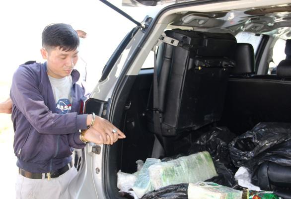 Dán logo VTV để đưa 17kg ma túy qua biên giới - Ảnh 1.