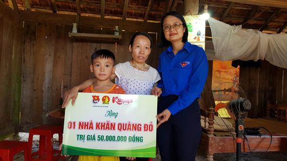 Trao tặng hơn 550 suất học bổng tại Hà Tĩnh và Quảng Bình - Ảnh 1.