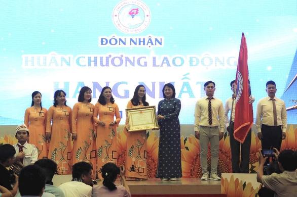 Trường tiểu học 100 năm tuổi nhận Huân chương Lao động hạng nhất - Ảnh 1.
