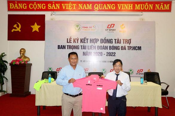Trọng tài TP.HCM được tài trợ trang phục hơn 200 triệu đồng - Ảnh 2.