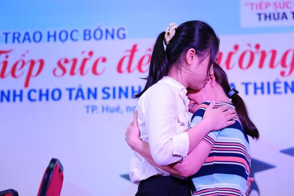Cuộc gặp đầy nước mắt của hai mẹ con tân sinh viên nghèo xứ Huế - Ảnh 1.