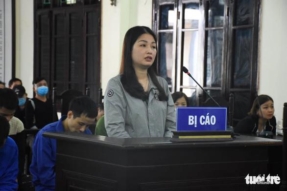 Vợ cựu chủ tịch phường thuê người đánh cán bộ tư pháp hộ tịch lĩnh 12 tháng tù - Ảnh 1.