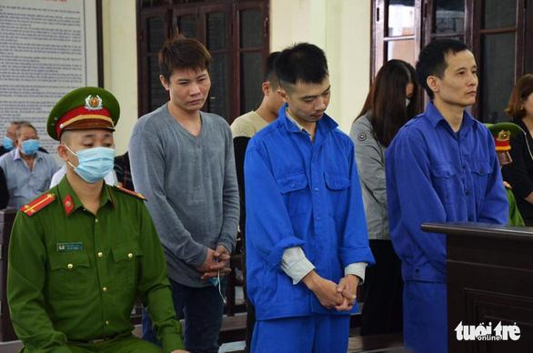 Vợ cựu chủ tịch phường thuê người đánh cán bộ tư pháp hộ tịch lĩnh 12 tháng tù - Ảnh 2.