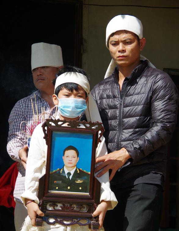Một sĩ quan biên phòng hi sinh khi đi chống dịch COVID-19 - Ảnh 1.