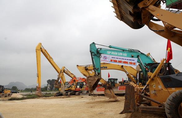 Đồng loạt thi công dự án cao tốc Mai Sơn - quốc lộ 45 - Ảnh 1.