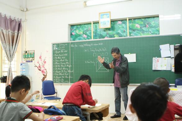Yêu nghề dạy học - Kỳ 4: Cha, mẹ của trò khuyết tật - Ảnh 1.