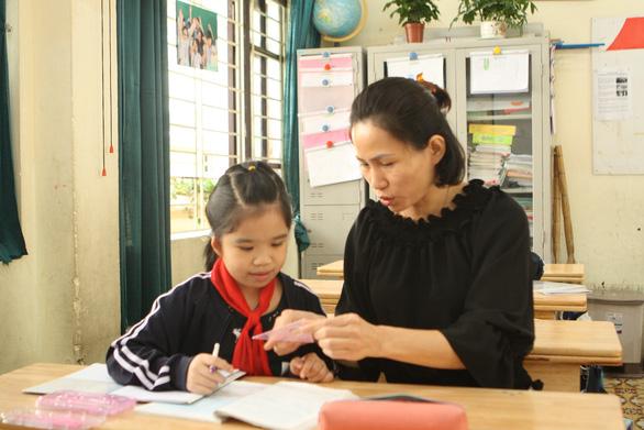 Yêu nghề dạy học - Kỳ 4: Cha, mẹ của trò khuyết tật - Ảnh 2.