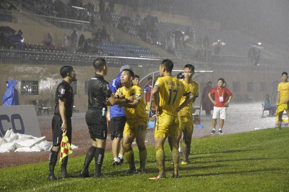 Ban Trọng tài đề nghị các đội bóng không phát ngôn công kích, xúc phạm trọng tài - Ảnh 1.
