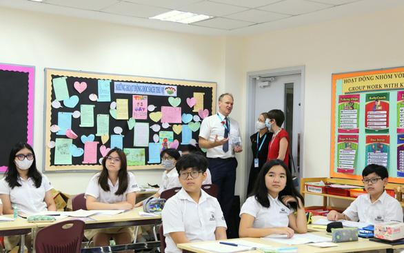 Tổng lãnh sự Vương quốc Anh ghé thăm Trường Quốc Tế Anh Việt BVIS TP.HCM - Ảnh 3.