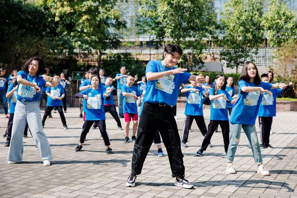 Video Quang Đăng với vũ điệu vì một Việt Nam xanh sạch hơn - Ảnh 1.