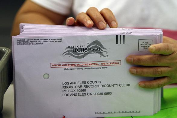 Bầu thị trưởng quận Los Angeles, phát hiện hơn 8.000 cử tri hư cấu, không tồn tại... - Ảnh 1.