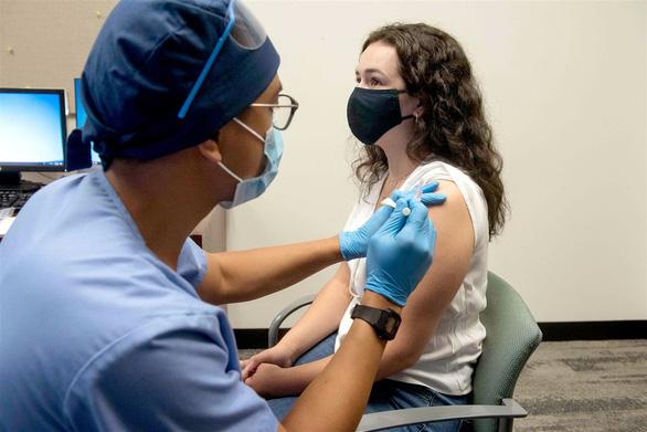Chuyên gia nói gì về các vắc xin ngừa COVID-19 sáng giá hiện nay? - Ảnh 2.
