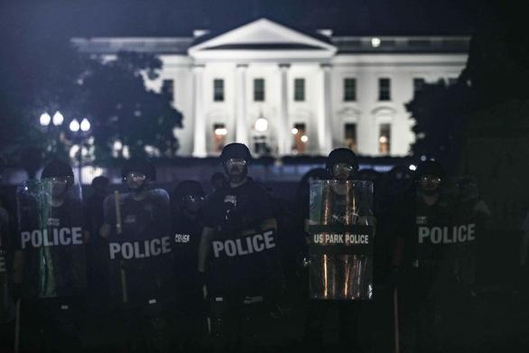 Reuters chọn 10 khoảnh khắc định hình bầu cử Mỹ 2020 - Ảnh 3.