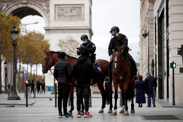 Thủ tướng Anh, Pháp xác nhận phong tỏa toàn quốc vì không còn đường khác - Ảnh 2.
