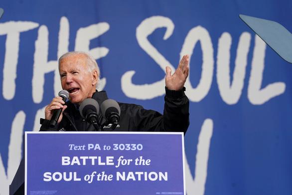 Bầu cử Mỹ: Ngày cuối lôi kéo cử tri còn do dự - Ảnh 2.