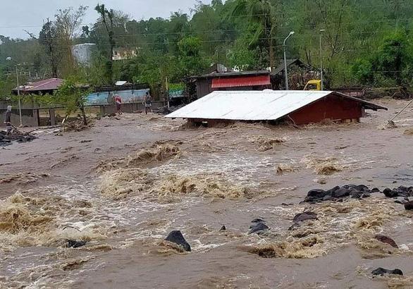 Siêu bão Goni rời Philippines, trận bão khác thành hình lại sắp vào - Ảnh 1.