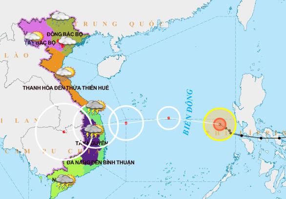 Bão số 10 mạnh cấp 7-8 khi vào Phú Yên - Đà Nẵng, tiếp tục gây mưa lớn ở miền Trung - Ảnh 2.