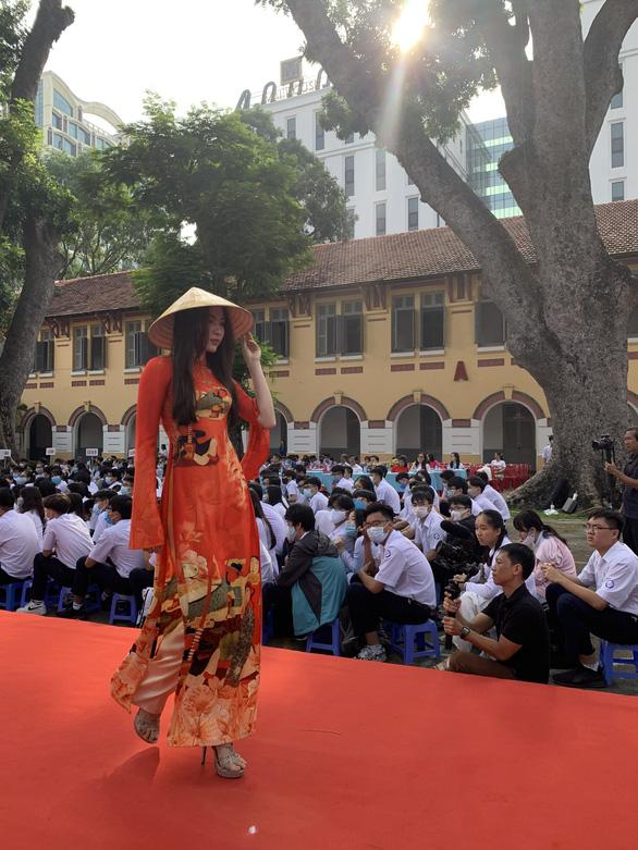 Nghệ sĩ Kim Xuân: Tôi mong muốn nam sinh mặc áo dài chào cờ đầu tuần - Ảnh 5.