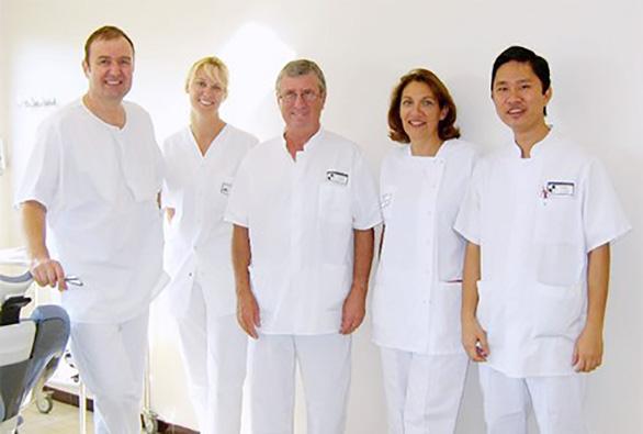 Tìm hiểu về bác sĩ trồng răng implant tại TP.HCM - Ảnh 1.