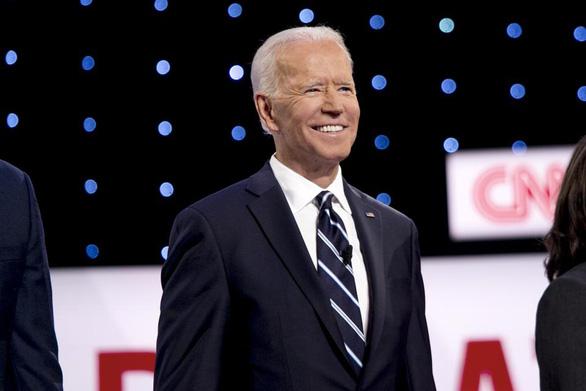 5 người giàu nhất trong hơn 70 tỉ phú ủng hộ ông Biden là ai? - Ảnh 1.