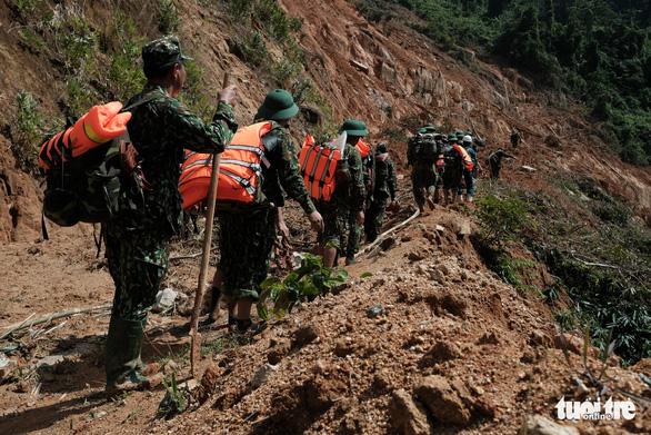Tìm thấy 8 thi thể trong vụ sạt lở vùi lấp 11 người dân xã Phước Lộc - Ảnh 1.