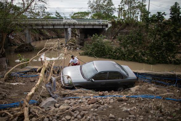 Bão Goni: 20 người chết, 90% nhà cửa trên đảo bị hư hại ở Philippines - Ảnh 1.