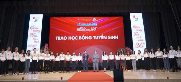 Đại học Văn Lang trao 10 tỷ đồng học bổng cho tân sinh viên trong lễ khai giảng năm 2020 - Ảnh 2.