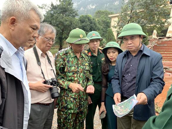 Bộ Xây dựng khảo sát, xác định nguyên nhân sạt lở đất ở miền Trung - Ảnh 2.