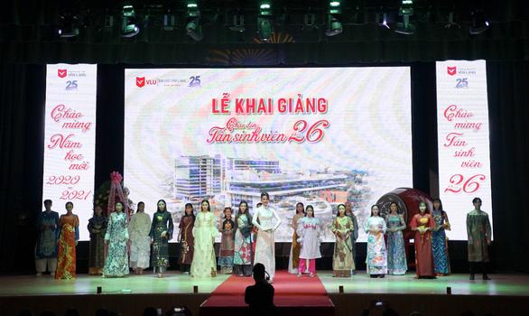Đại học Văn Lang trao 10 tỷ đồng học bổng cho tân sinh viên trong lễ khai giảng năm 2020 - Ảnh 5.