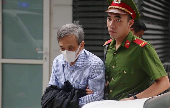 Cựu phó tổng giám đốc BIDV Trần Lục Lang lãnh 8 năm tù - Ảnh 1.